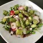 Salade met groene asperges en linzen