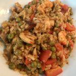 Paella met chorizo, kip en gamba's